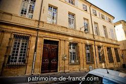 Hôtel particulier situé au numéro 17 de la rue Cardinale, à l'angle de la rue Peyssonnel bâti vers 1670 pour Philippe-Emmanuel de Carondelet, l'hôtel appartenait avant la Révolution au marquis de La Fare, seigneur de Bonneval et en 1848 au comte de Grignan. Il passa ensuite aux Joursenvault-Mareilles.