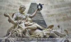 L'hôtel des Invalides, fondé par Louis XIV en 1670. Situé à l'entrée de la plaine de Grenelle, entre le faubourg St-Germain et le Gros-Caillou, il couvre un espace de 32 hectares. Peu distant de la Seine, il domine une grande partie des espaces environnants, et jouit des avantages d'une position salubre et riante.