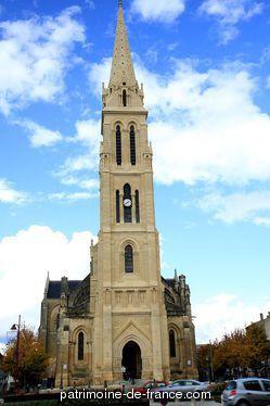 Patrimoine classé, étudié ou inscrit dit 'Eglise Notre-Dame' à bergerac (dordogne 24100). Le voyageur qui se rend à Bergerac distingue de loin, sur le fond bleu du ciel, l'élégante flèche du clocher dont le fleuron et la croix au sommet s'élancent gracieusement dans les airs et rivalisent de hauteur avec les collines du nord et du midi.