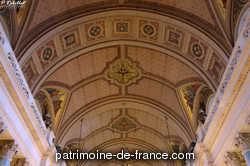 Cette paroisse, qui n'était que provisoire, a été érigée par décret du 2 septembre 1851. Elle est située rue de Clichy, près du collège Chaptal. Par un décret du 25 décembre 1860, l'érection d'une nouvelle église de la Trinité a été décidée. Elle remplacera celle qui existe et qui était construite légèrement sur un terrain loué par la ville.