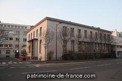 La caserne devient prison de 1824 à 1826. A partir de 1871 un groupe scolaire, une salle d'asile, une école primaire de garçons, de fille, d'art et un conservatoire ont été aménagés par M. Pichon architecte de la ville dans les locaux dits des Anciennes Casernes. Ils seront détruits durant la guerre 1939-1945.