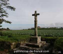 Croix monumentale  lieu dit Kerrom