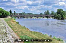 Entre 1829 et 1832, plusieurs ingénieurs travaillent au projet d'un pont-canal à Digoin, notamment l'ingénieur Belin et l'ingénieur Divion (un pont-canal en maçonnerie de 12 arches de 15 m d'ouverture). En 1832, Emile Martin propose de construire une cuvette en fonte reposant sur des piles en maçonnerie par l'intermédiaire d'arcs en fonte.