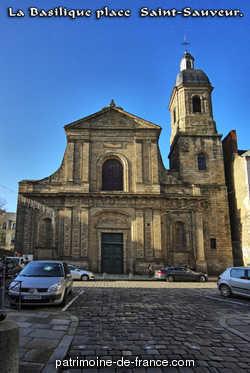 L'église Saint-Sauveur a été reconstruite à partir de 1703 sous la direction de l'architecte Huguet, qui terminait alors les tours de la cathédrale.  En 1719, le choeur et le transept étaient presque terminés, mais l'édifice fut endommagé par l'incendie de 1720.