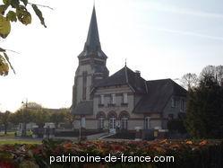 L'ancienne église d'Assevillers est, au moment de sa construction, au 15e siècle, une annexe sous la dépendance de la cure limitrophe de Fay. Elle est dotée de vitraux au 16e siècle. La population s'accroissant, elle est agrandie au 17e siècle. Elle est érigée en succursale en 1871.