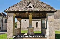 Croix couverte de l'ancien cimetière