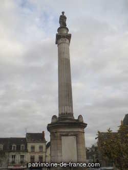 colonne monumentale dite colonne Jeanne-de-Laval