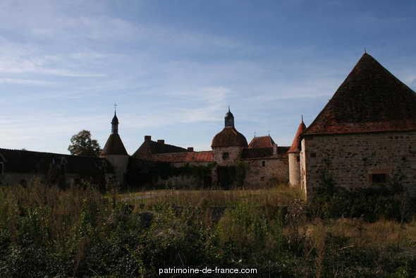 Farm-Château of Saint-manners, French Heritage monument to Villefranche d allier.