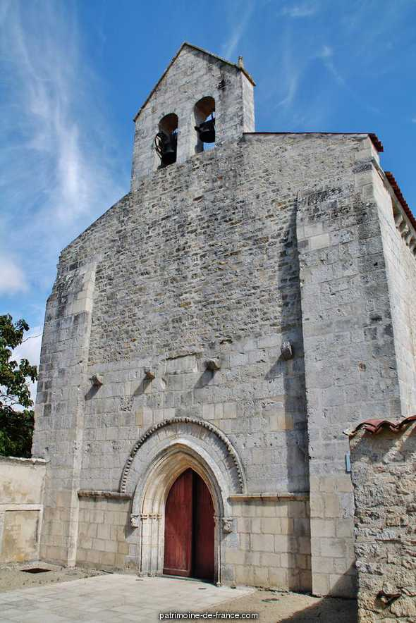 Church, French Heritage monument to Puyravault.
