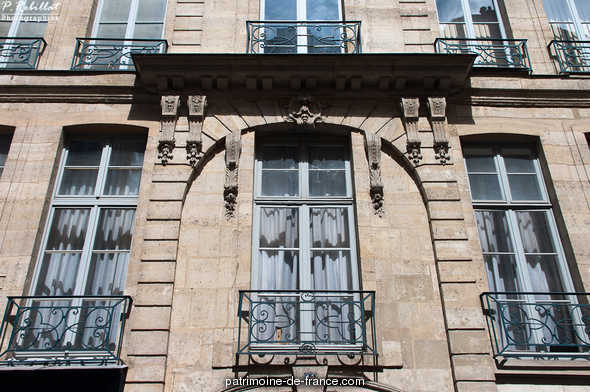 Building, French Heritage monument to Paris 5eme arrondissement.