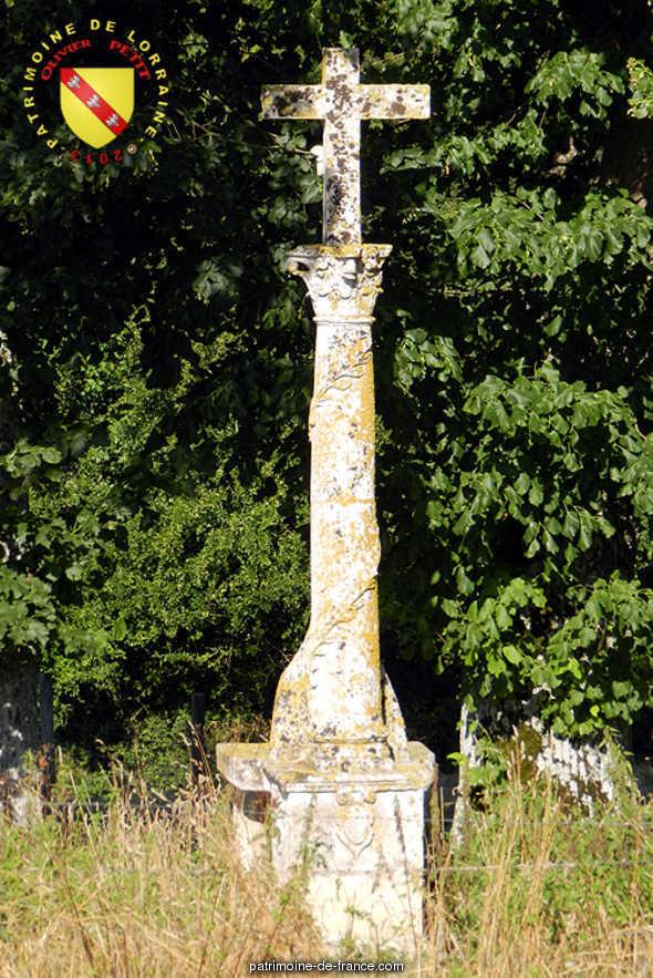 Croix de chemin en pierre dite Croix Vernaie