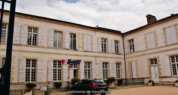 City hall, French Heritage monument to Lectoure.