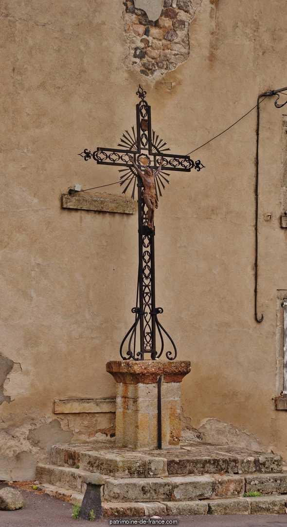 Croix datée de 1670 à St haon.