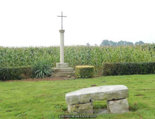 Croix de chemin dite croix Fouchet