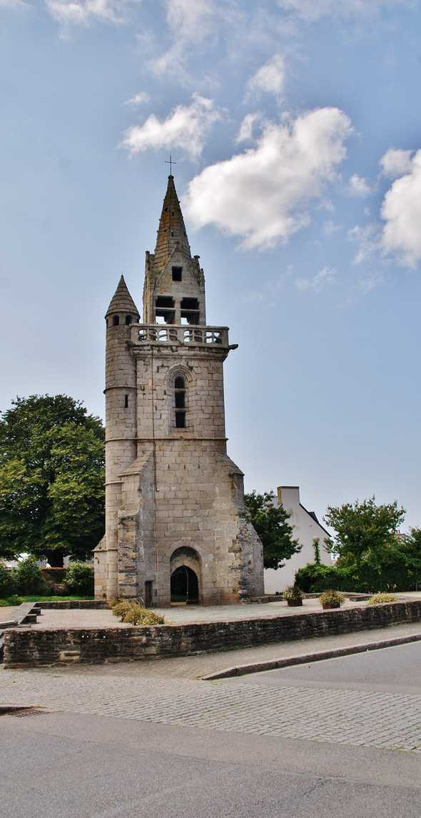 Old church, French Heritage monument to Taule.