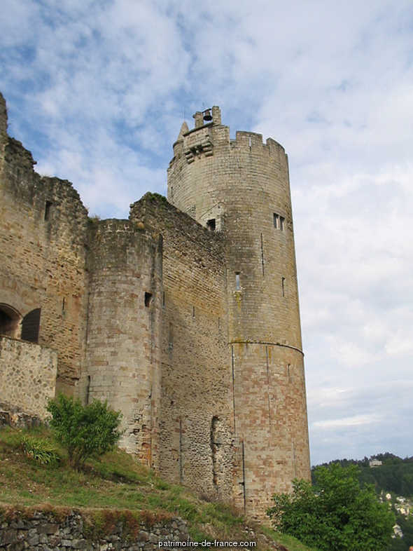 Castle (remains) and its second enclosure, French Heritage monument to Najac.