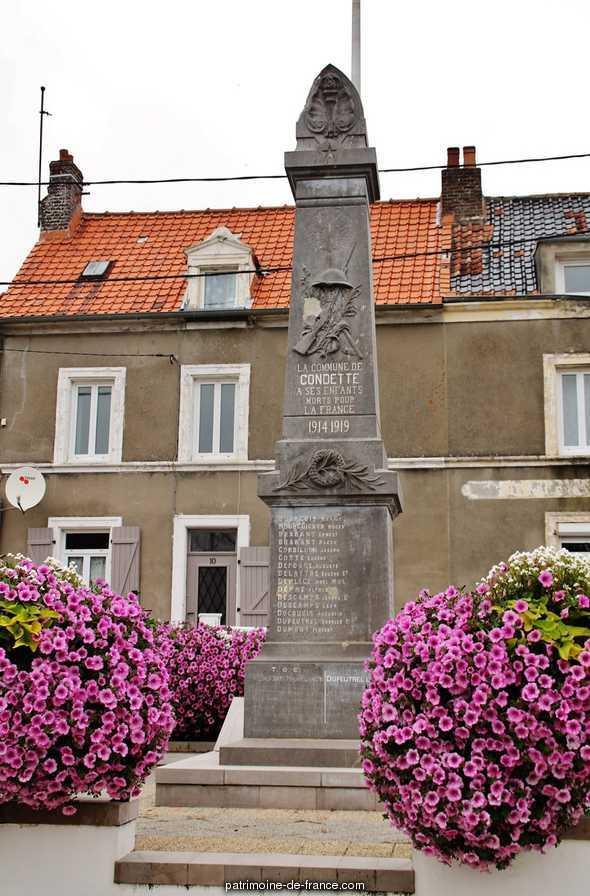 Monument aux morts à Condette.
