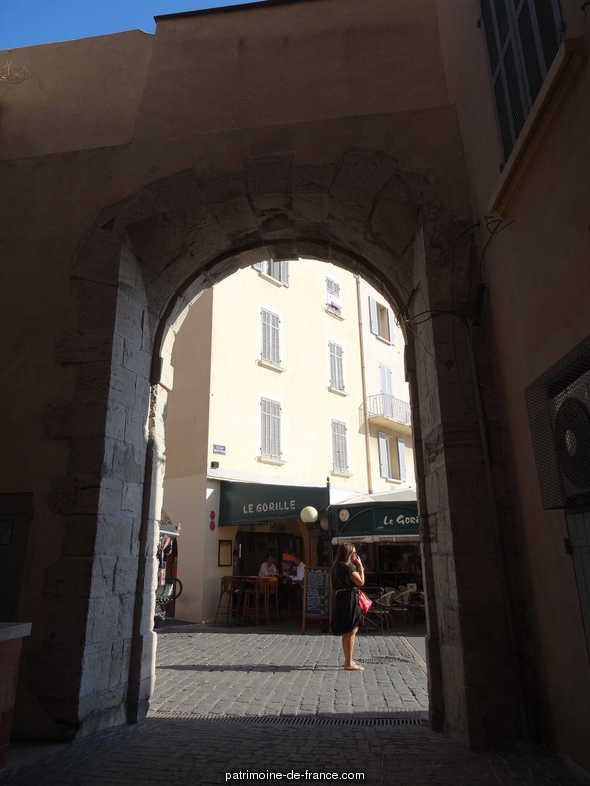 Book of entrance door of the fish shop, French Heritage monument to St tropez.