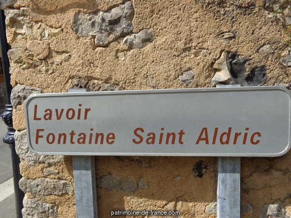 Fontaine de Dévotion Saint-Aldric, Lavoir à Asnieres sur vegre.