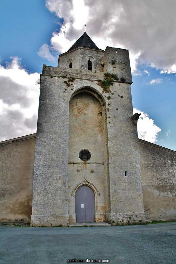 Church, French Heritage monument to Thaire.