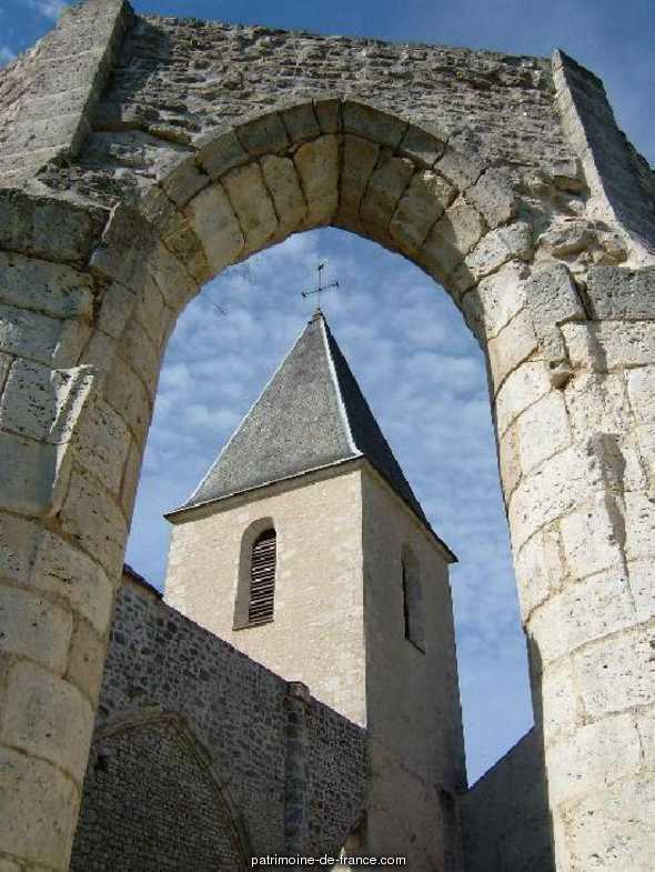 Church parish St. Jacques le Majeur, French Heritage monument to Courcelles.