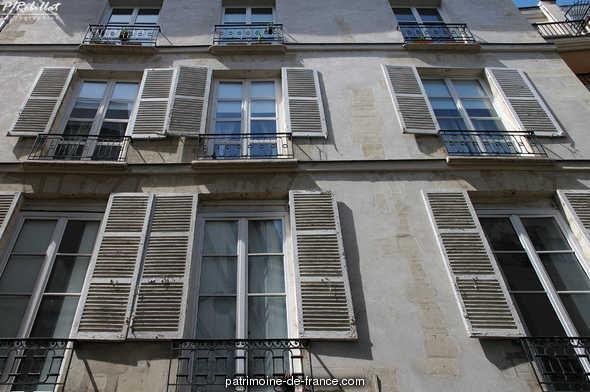 Immeuble 10 rue Gît-le-Coeur à Paris 6eme arrondissement.
