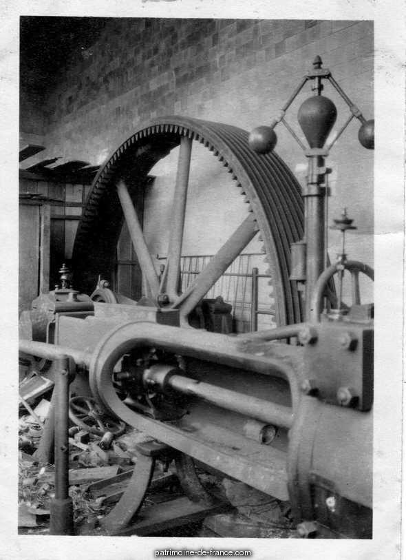 scierie Ferdinand Ochin, puis usine de menuiserie (usine de voitures d'enfants) Butrulle et Masquelier, puis Manufacture de Voitures de Luxe pour Enfants, puis Eurolando, puis Unilando à Attiches.