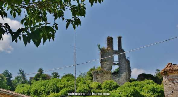 Ruins of the Castle of Gurçon, French Heritage monument to Carsac de gurson.