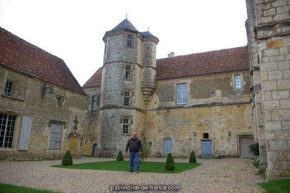 Ancien prieuré Sainte-Gauburge à St cyr la rosiere.