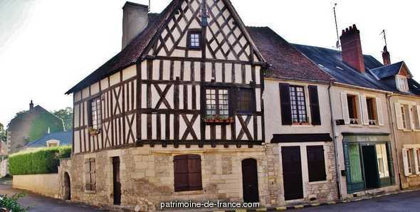 Wood-framed house, French Heritage monument to Donzy.