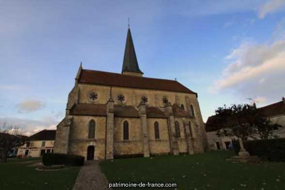 Eglise à Villeneuve le comte.