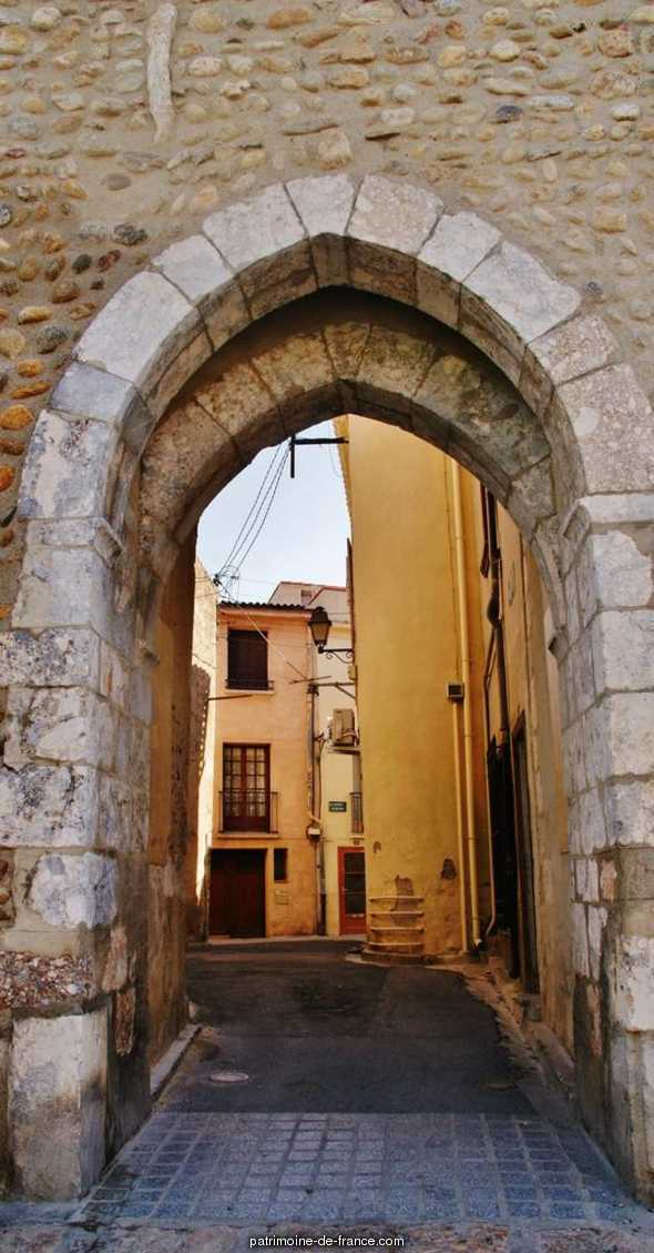 (Former) fortified gate, French Heritage monument to Pezilla la riviere.