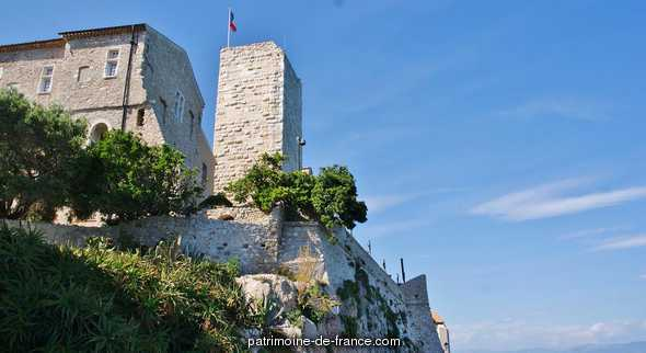 Walls and demi-bastion 17 says Fort Saint-André, French Heritage monument to Antibes.