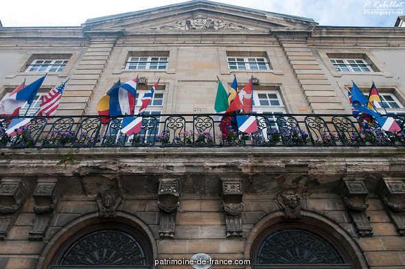 Ancien palais épiscopal, actuellement Hôtel de Ville à Bayeux.