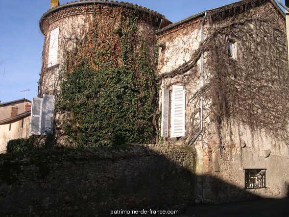 Ancien prieuré à Ris.