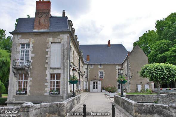 château dit des Seigneurs du canal, actuellement mairie à Briare.