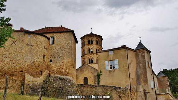 Ancien prieuré à Anzy le duc.