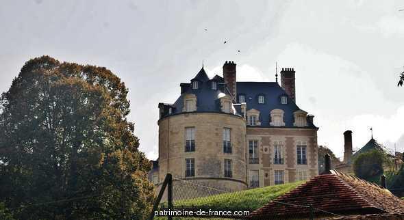 Château à Apremont sur allier.