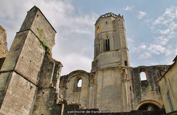 Ancienne abbaye de la Sauve-Majeure à La sauve.