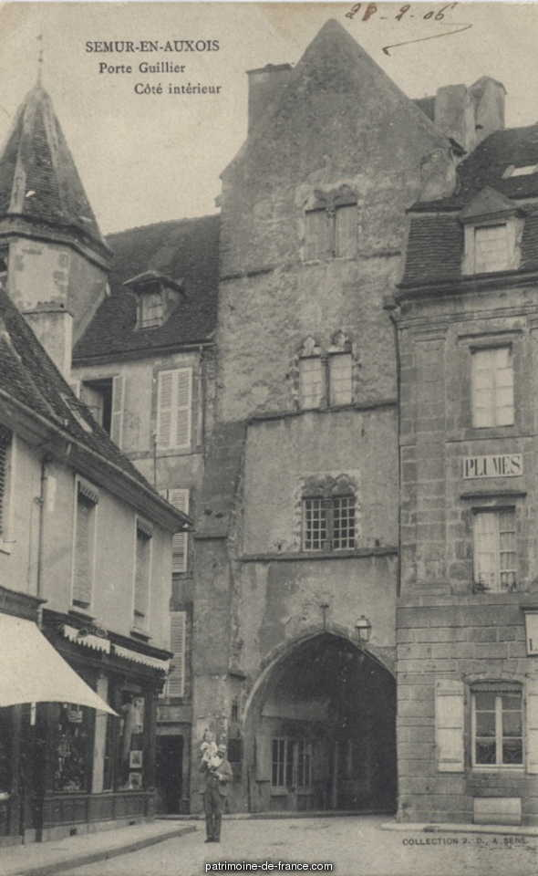 Door Guillier, French Heritage monument to Semur en auxois.