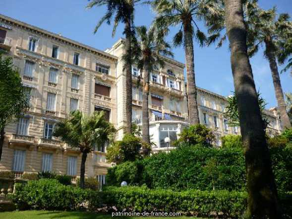 Travellers hotel currently says Continental Hotel, Residence Park Continental, French Heritage monument to Cannes.