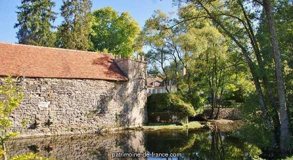 Château à Vault de lugny.