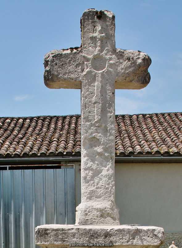 Croix Monumentale à Perville.