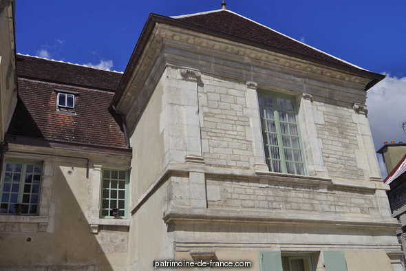 House, French Heritage monument to Tonnerre.