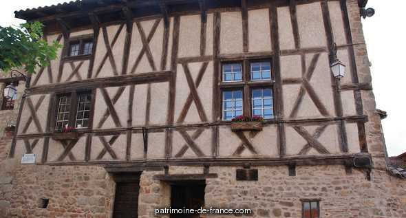 Wood-framed house, French Heritage monument to Le crozet.