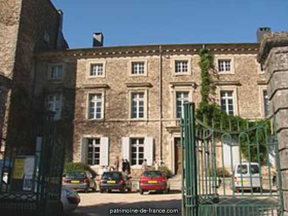 Château à St amans valtoret.