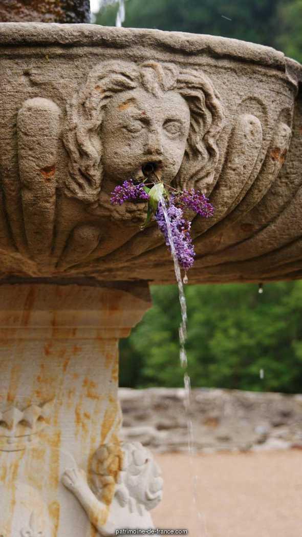 Fontaine du 17s à Lacaze.