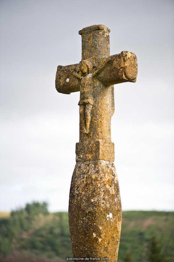 Croix de chemin  lieu dit le Perroux à St clement sur valsonne.