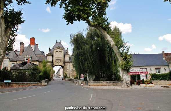 Enceinte de la ville à Richelieu.
