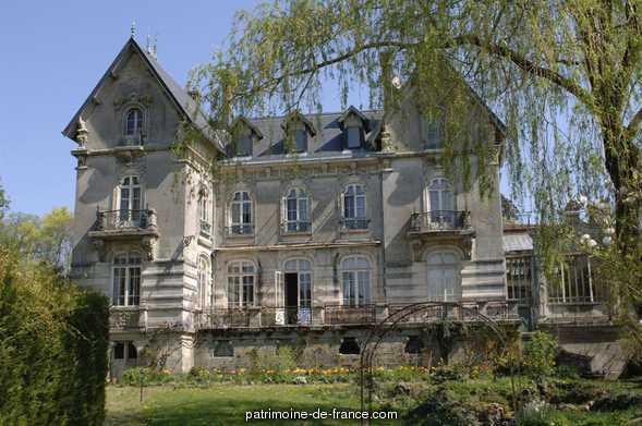 Castle Lobstein, French Heritage monument to Ville sur illon.